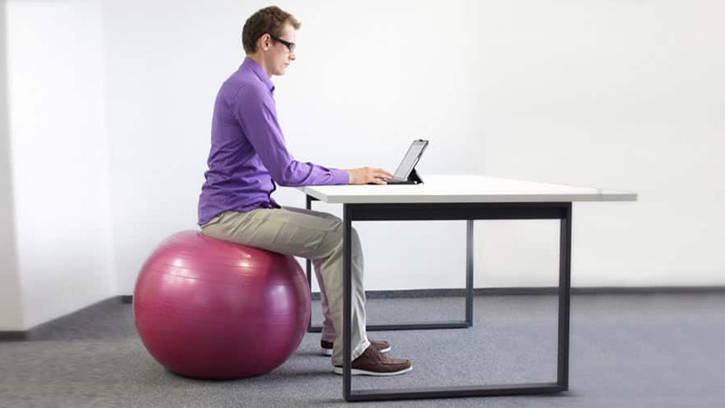 Practical exercises that can be done at work healthy life - Replacing office chair with exercise ball ...